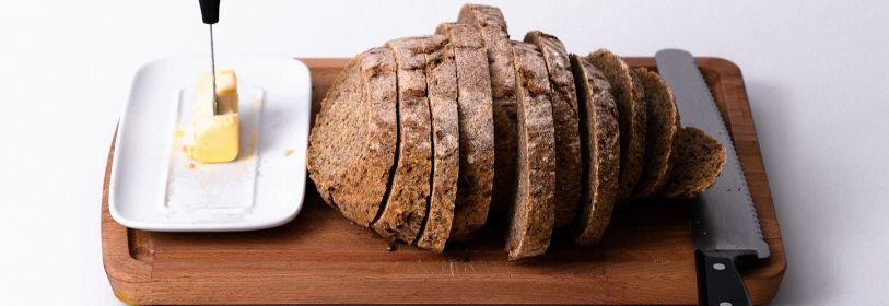 ארוחת בוקר- פרי או לחם עם חמאה?